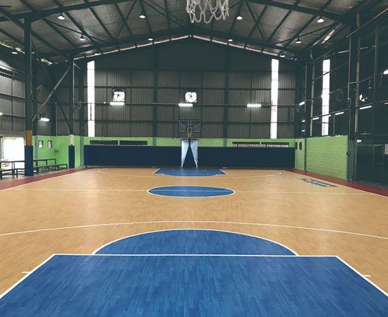 Внутреннее спортивное покрытие Высокая производительность для многофункциональных спортивных сооружений Превосходный комфорт и защита игрока